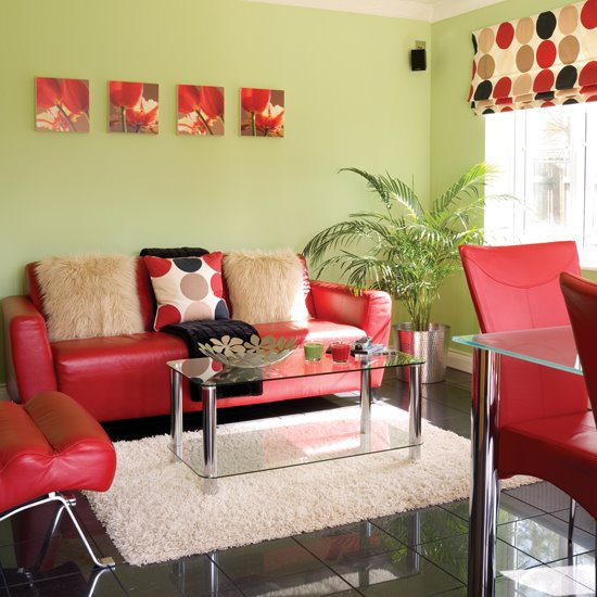 Мягкий уголок в гостиной - диван, кресло, столик