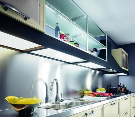 Открытые полки в кухне