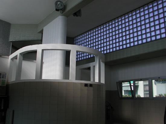 Стеклоблоки могут заменить стену второго этажа