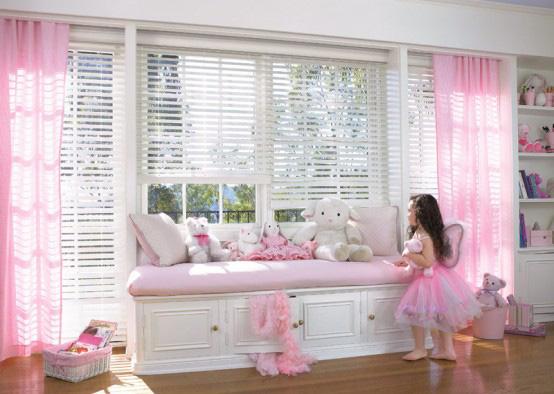 Окно в детской комнате для девочки