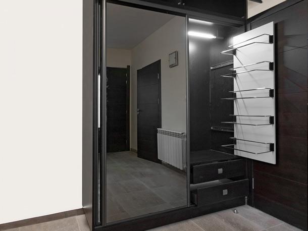 Уют помещения начинается с гардероба