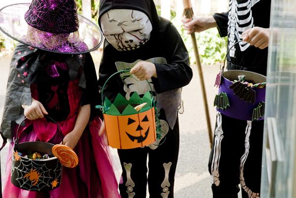 Ведро для сладостей своими руками на Хэллоуин, клеевой пистолет Dremel, декор на Хэллоуин, Halloween Домодел - строительный онла