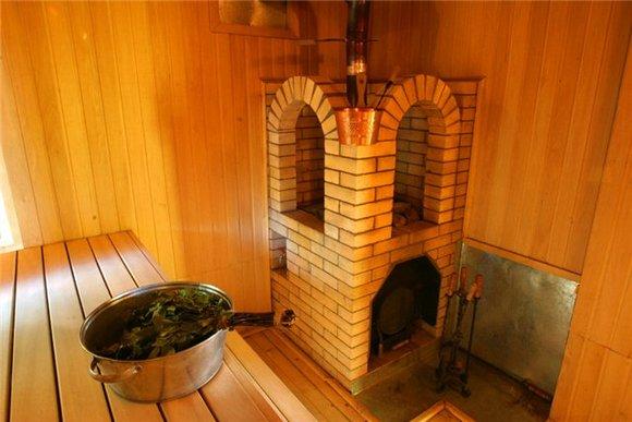 Кирпичная печь каменка с водогрейным баком для бани