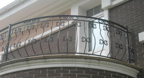 Что лучше – лоджия или балкон?