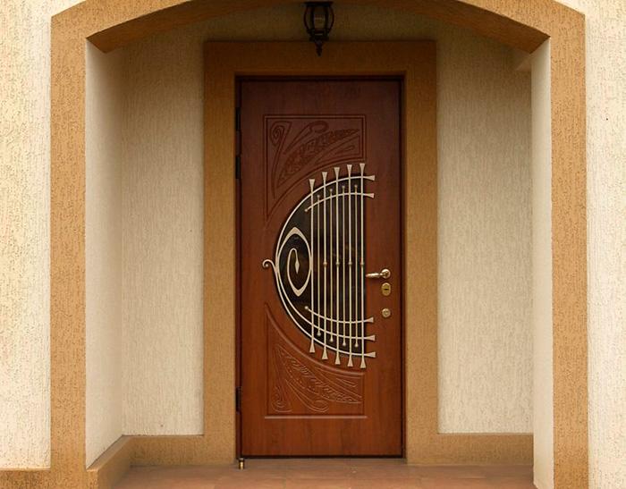 заказе входных дверей