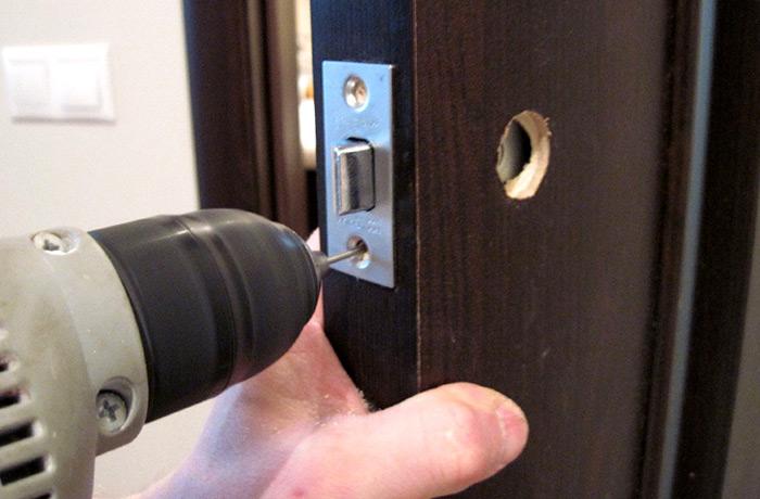 Ремонт замка в межкомнатной двери