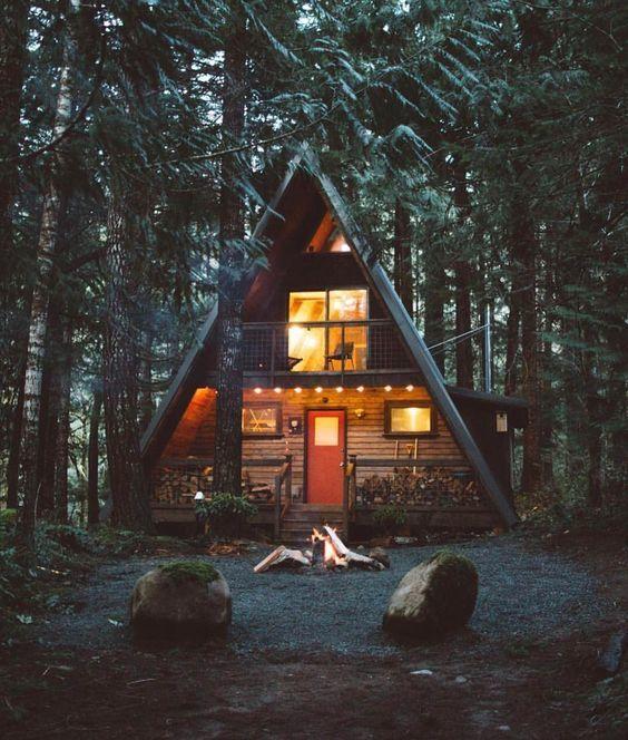 А-образные дома в лесу