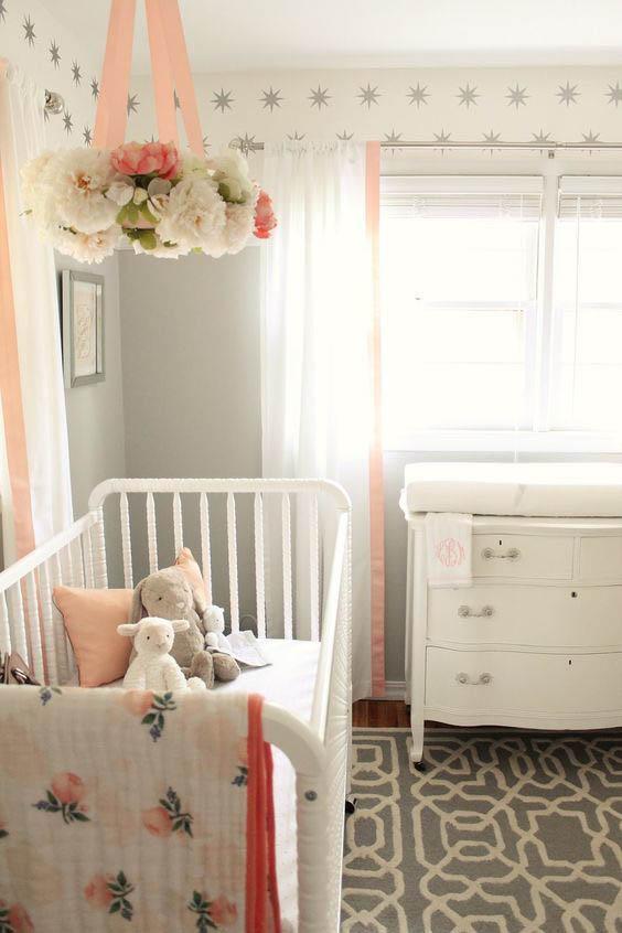 Детская комната с кроваткой