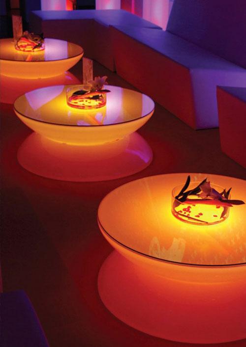 Кофейный столик украсит и ночной клуб