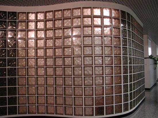Стеклоблоки позволяют делать волнистые перегородки