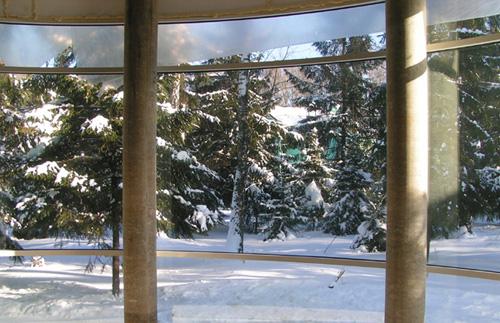 Утепленные стекла позволяют экспериментировать с дизайном и размерами окон