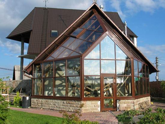 Конструкция всесезонного зимнего сада весит около 2 тонн