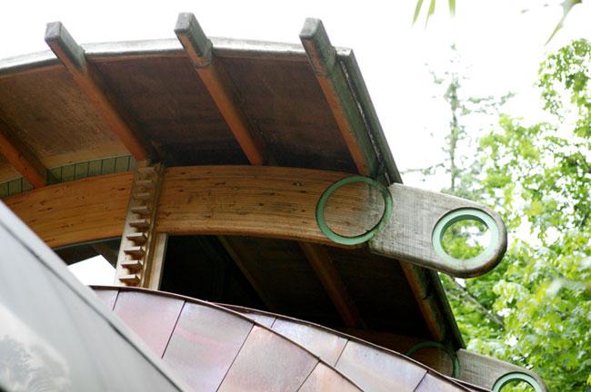 Проект деревянного дома на склоне леса в Портленде
