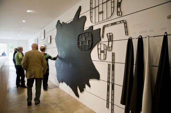 Компания Vitra показала, как шьют мебель – фото