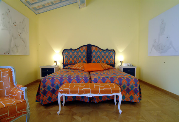 красочная мебель от Byblos - кровать Adam