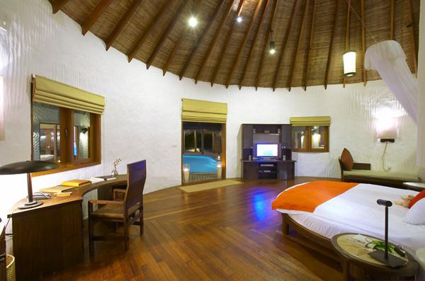 Отель Island Hideaway на Мальдивах: эко-интерьер на лоне природы