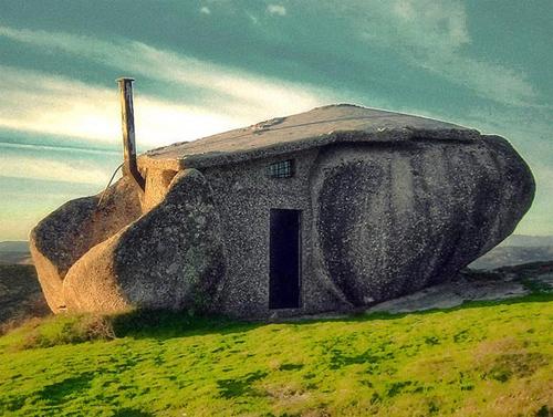 Необычный каменный дом фото