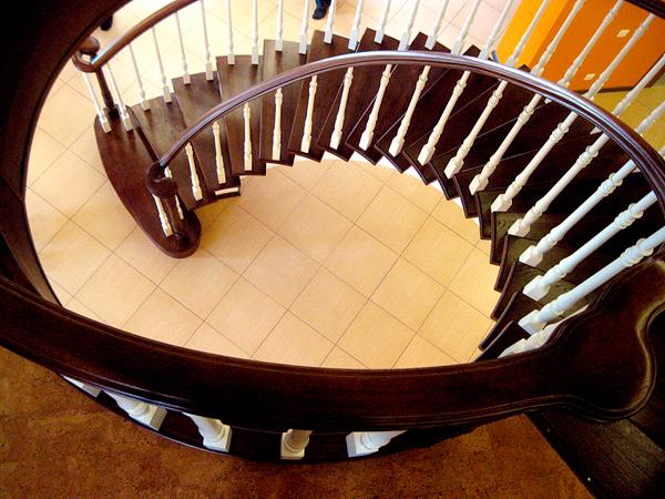 Лестница в доме: деревянная или железобетонная лестница