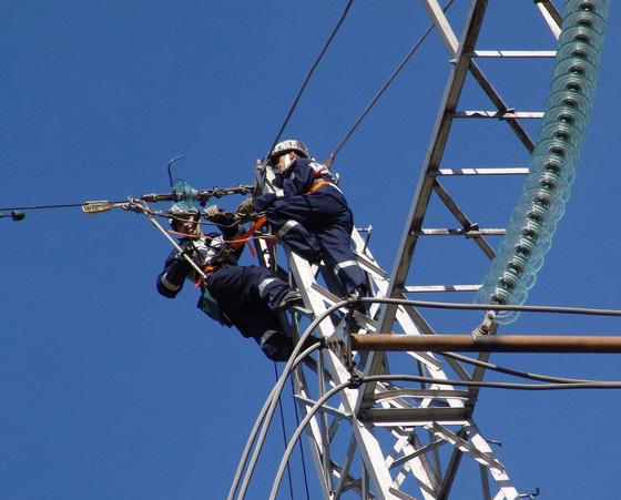 Монтаж воздушных кабельных линий и креплений для них