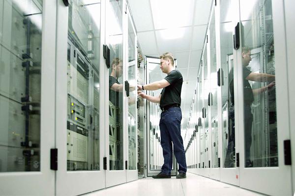 От выделенного сервера к собственной серверной
