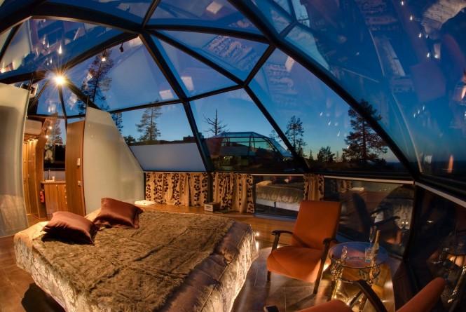 Стеклянные потолки в отеле Kakslauttanen в Финляндии