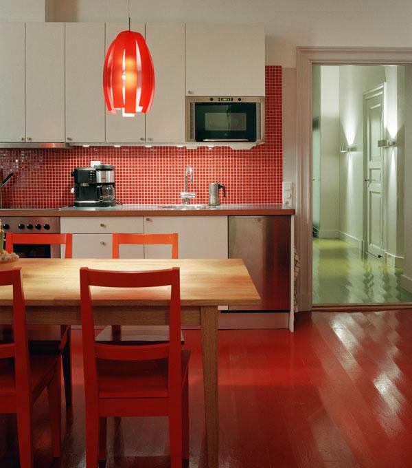 Красная кухня. Интерьер. Красная кухонная мебель. Фото кухни