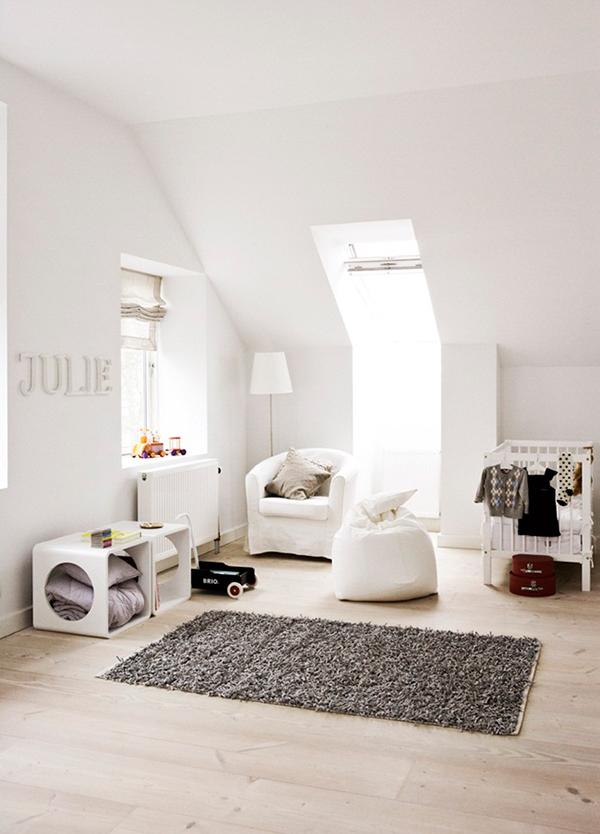 Упорядоченная геометрия: белоснежные апартаменты в Швеции