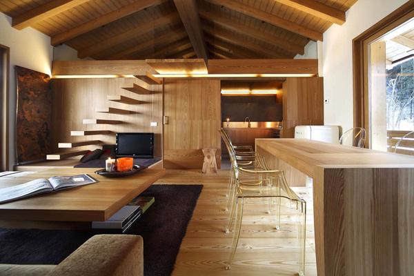 Особняк в Италии с теплой древесной отделкой