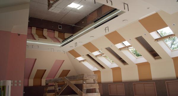 Гибкие зеркала, или применение зеркальных натяжных потолков