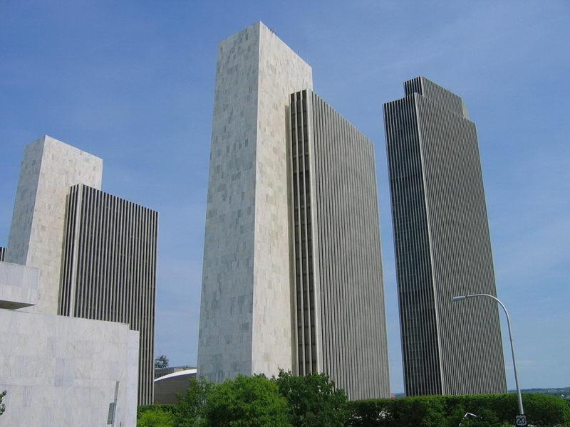 Смещение торцов бетонных зданий от заданной вертикали: что нужно знать строителю