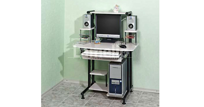компьютерный столик для маленькой квартиры