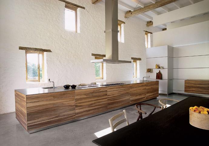 Современная кухня из дерева фото
