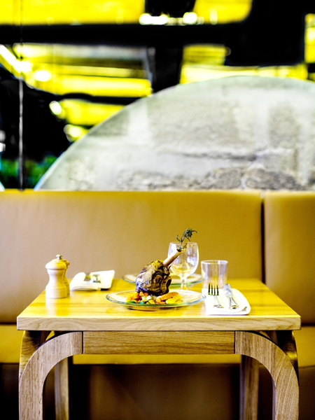 Интерьер ресторана Les Cloches в Париже