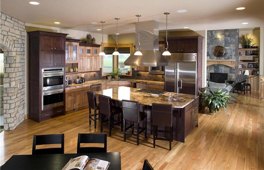 Интерьер дома. Кухня в классическом стиле. Натуральный камень в интерьере. Натуральное дерево в интерьере