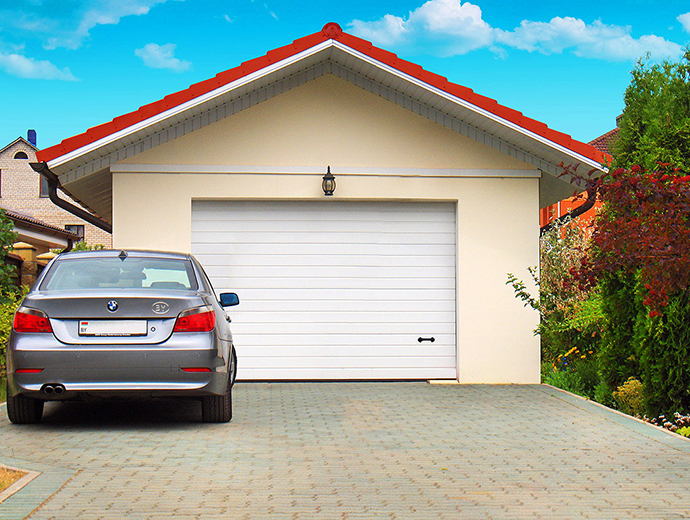 Автоматические гаражные ворота в загородном доме