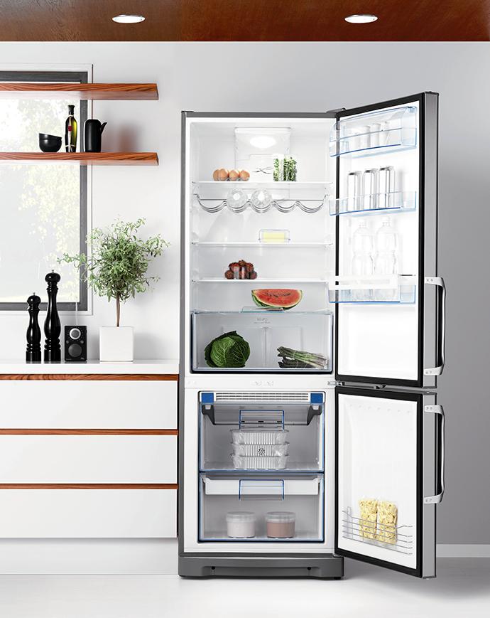 Холодильник в интерьере. Холодильник на кухне