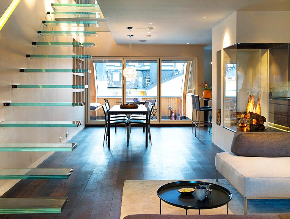 Стеклянная лестница в интерьере. Камин из стекла в интерьере фото