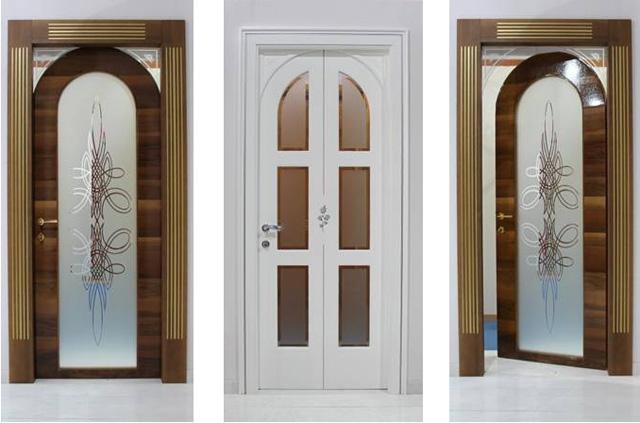 Двери со стеклянной вставкой: красиво и практично