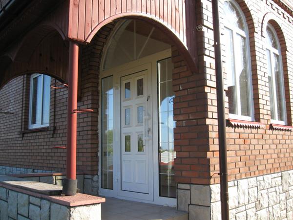 Входные двери для загородного дома - на что обратить внимание