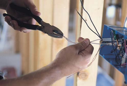 Полная замена электропроводки в старых домах