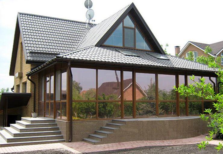 Оборудуем крыльцо в доме: дизайн входа и остекление