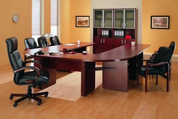 Стол для переговоров и другая офисная мебель - на что обратить внимание при выборе?
