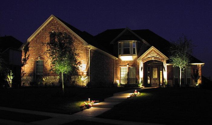 Ландшафтное освещение и подсветка фасадов - что нужно знать?