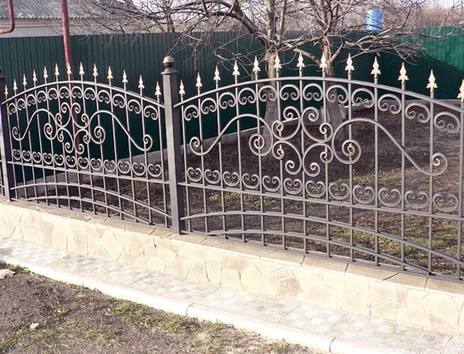 Какой забор установить на даче?