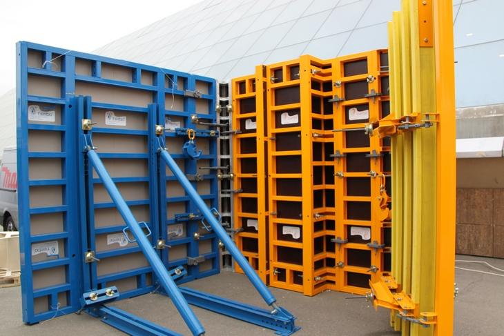 Опалубка представляет собой своего рода основания для устойчивости бетонных покрытий. Широкую популярность она получила сравнительно недавно в связи с основными незаменимыми характеристиками.