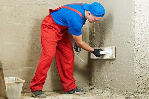 Выравнивание стен с помощью цементного раствора
