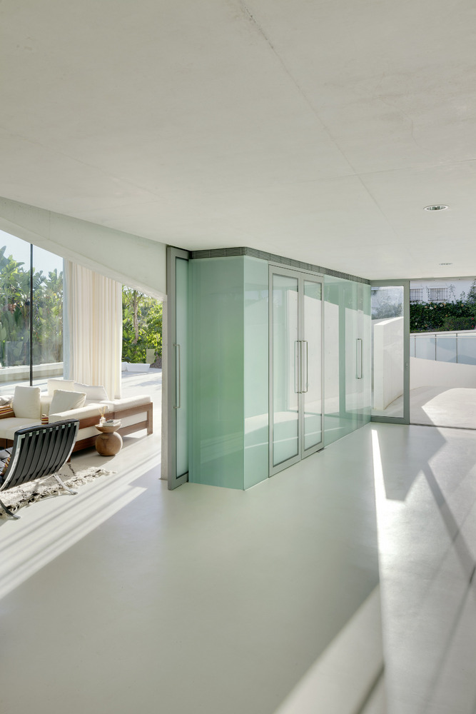 Neat-white-interior