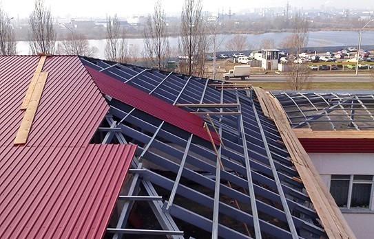 Металлические крыши: чем можно их красить?