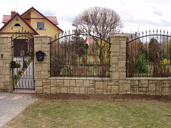 Кованый забор - конструкция, как заказать, варианты узора