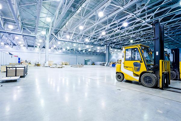 Надежное освещение на промышленных объектах – это индукционные светильники